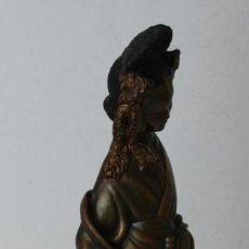 Antigüedades: FIGURA DE CORTESANA CHINA, ESCAYOLA CON BARNIZ METALIZADO.. Lote 234929520