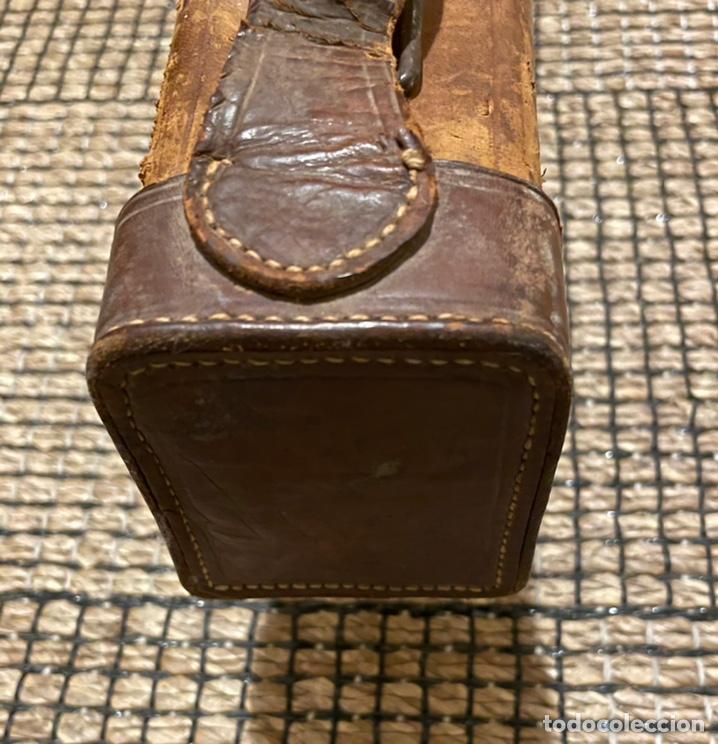 Antigüedades: ANTIGUO PORTA ESCOPETA, DEL CONOCIDO GUARNICIONERO MANUEL CARDENAS - Foto 8 - 234938860