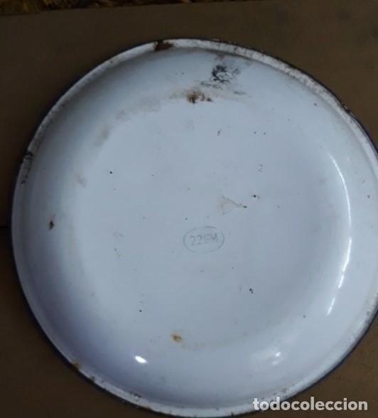 Antigüedades: PLATO HIERRO ESMALTADO.PINTADO A MANO - Foto 2 - 234939010