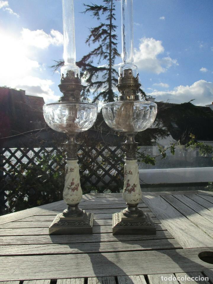 MARAVILLOSA PAREJA DE LAMPARAS QUINQUES DE PETROLEO O ACEITE RARAS DEPOSITO CRISTAL SAN LOUIS BACC (Antigüedades - Iluminación - Quinqués Antiguos)