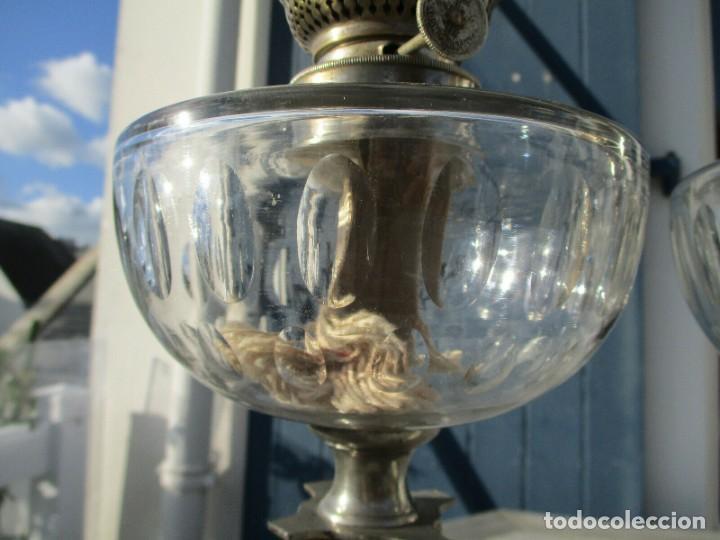 Antigüedades: MARAVILLOSA PAREJA DE LAMPARAS QUINQUES DE PETROLEO O ACEITE RARAS DEPOSITO CRISTAL SAN LOUIS BACC - Foto 4 - 234972070