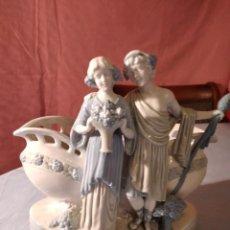 Antigüedades: PRECIOSA FIGURA CON JARRÓN DE PORCELANA ALEMANA BISCUIT,Nº 2706.PRINCIPIOS SIGLO XX. Lote 235018970