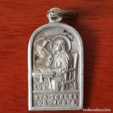 Antigüedades: RARA Y MUY ANTIGUA MEDALLA S.XIX SANTA TERESA JESUS PERFIL ESCRITORIO PALOMA ILUMINACIÓN .1,5 CMS. Lote 235060285