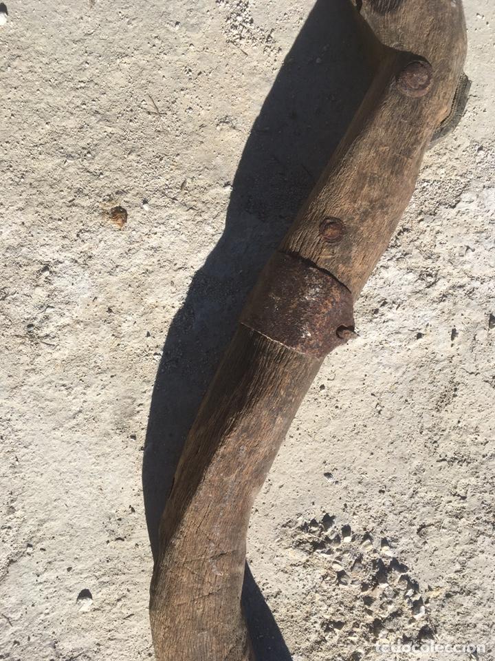 Antigüedades: Yugo madera, hierro y clavos de forja antiguo para decoración - Foto 6 - 235117870