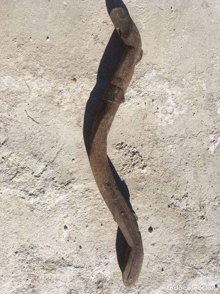 Antigüedades: Yugo madera, hierro y clavos de forja antiguo para decoración - Foto 8 - 235117870