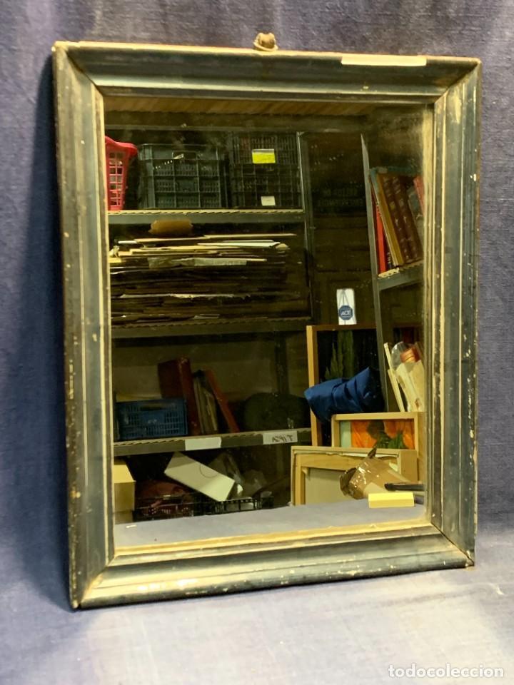 ESPEJO FRANCES PEQUEÑO S XIX TRASERA CROMOLITOGRAFIA MILITAR CARGA INFANTERIA 36X28CMS (Antigüedades - Muebles Antiguos - Espejos Antiguos)