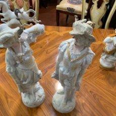 Antigüedades: PAREJA DE FIGURAS ANTIGUAS PORCELANA. Lote 235143350