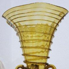 Antigüedades: ANTIGUO JARRÓN-FLORERO DE VIDRIO SOPLADO GORDIOLA. PRINCIPIOS SIGLO XX-COLOR TOPACIO (VER DETALLES). Lote 235158880