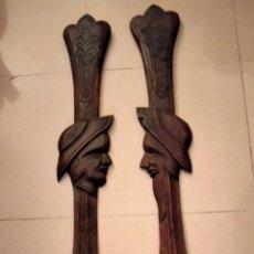 Antigüedades: ANTIGUA PAREJA DE TALLAS EN MADERA. Lote 235179435
