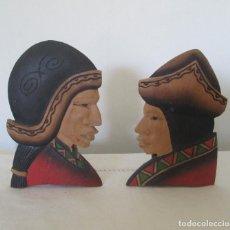 Antigüedades: PAREJA DE INDÍGENAS TALLADOS A MANO EN MADERA LIGERA. PERUANOS. Lote 235184840