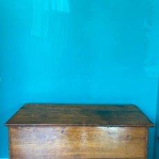 Antigüedades: ANTIGUO ARCÓN DE CASTAÑO. Lote 235188450
