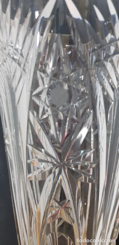 Antigüedades: Jarrón cristal Bohemia tallado-24% Pb - Base plata de ley (punzonado) Ver fotografías - Foto 3 - 235189610