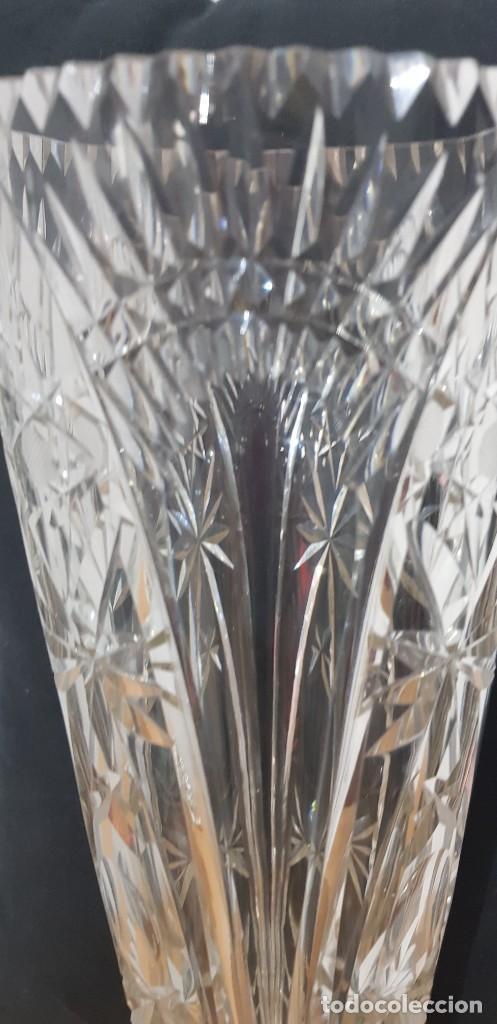 Antigüedades: Jarrón cristal Bohemia tallado-24% Pb - Base plata de ley (punzonado) Ver fotografías - Foto 4 - 235189610