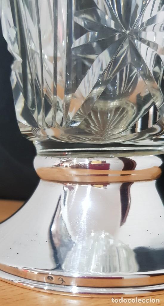Antigüedades: Jarrón cristal Bohemia tallado-24% Pb - Base plata de ley (punzonado) Ver fotografías - Foto 7 - 235189610