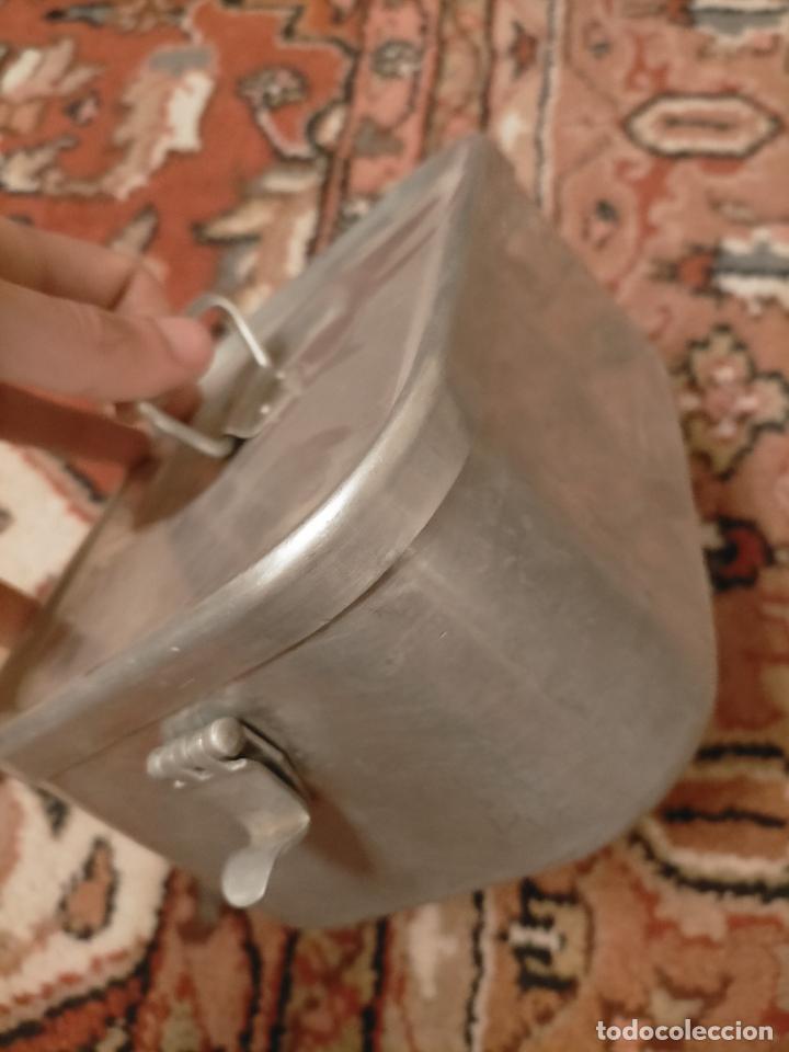 Antigüedades: Antigua fiambrera de aluminio con tapa rectangular Hispano Suiza de los años 30-40 - Foto 4 - 235195965