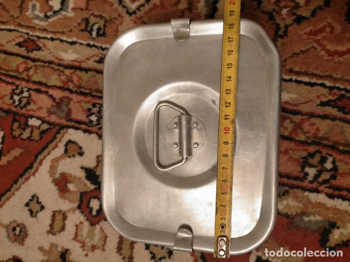 Antigüedades: Antigua fiambrera de aluminio con tapa rectangular Hispano Suiza de los años 30-40 - Foto 8 - 235195965