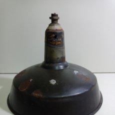 Antigüedades: ANTIGUA Y BONITA TULIPA METÁLICA DE FOCO INDUSTRIAL, ESMALTADA. PARA RESTAURAR.. Lote 235222405