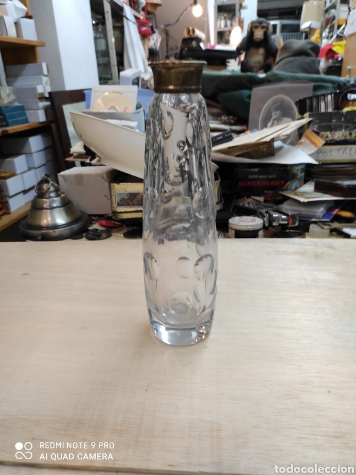 Antigüedades: Botella de cristal, principio siglo XX, cuello de plata dorada. Algunos golpes.sin tapon. - Foto 3 - 235257475