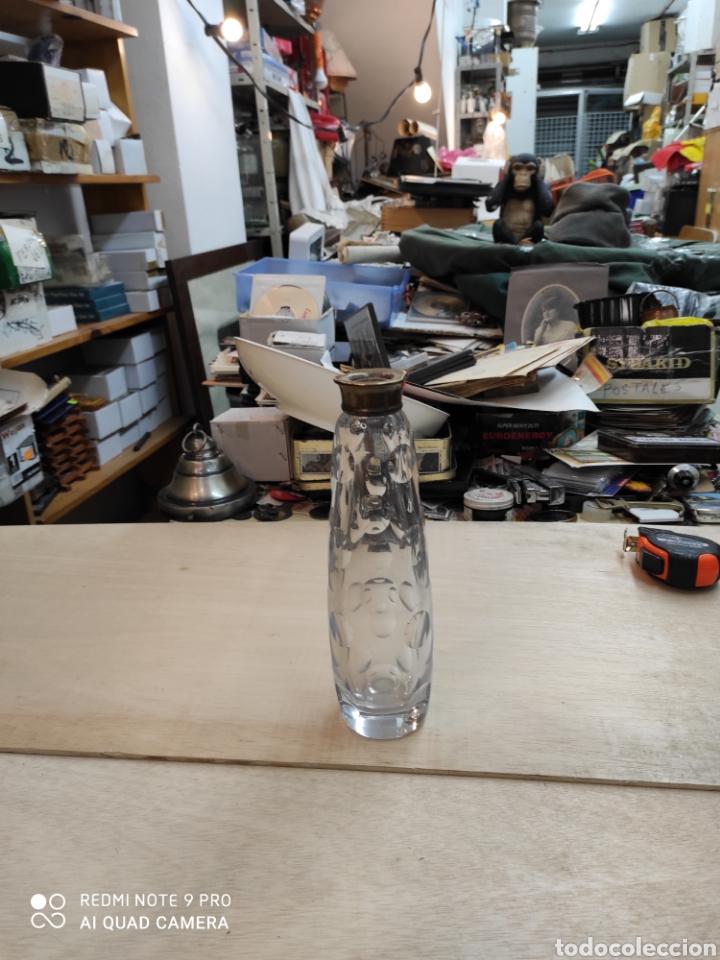 Antigüedades: Botella de cristal, principio siglo XX, cuello de plata dorada. Algunos golpes.sin tapon. - Foto 5 - 235257475
