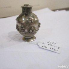 Antigüedades: PEQUEÑO PERFUMERO DE PLATA BOTE CON TAPA 4,5 CM. DE ALTURA - 20. GR. PESO - BUEN ESTADO. Lote 235269855