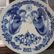 Antigüedades: PLATO PORCELANA ANGELES SANTA CLARA VIGO. Lote 235287120