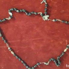 Antigüedades: ROSARIO EN AZABACHE O CRISTAL CON DETALLES EN PLATA. Lote 235321980
