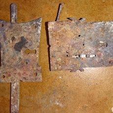 Antigüedades: LOTE 2 ANTIGUAS CERRADURAS,DE HIERRO, IDEAL RESTAURADORES. Lote 235325690