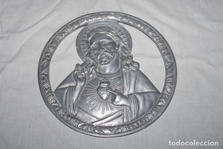 ANTIGUO SAGRADO CORAZON DE JESUS - ALUMINIO - 20CM (Antigüedades - Religiosas - Varios)