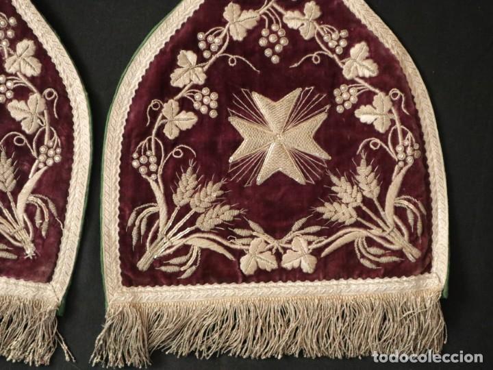Antigüedades: Estola de extraordinarias proporciones confeccionada en terciopelo bordado con plata. Hacia 1900. - Foto 11 - 235358955
