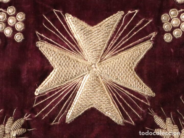 Antigüedades: Estola de extraordinarias proporciones confeccionada en terciopelo bordado con plata. Hacia 1900. - Foto 13 - 235358955