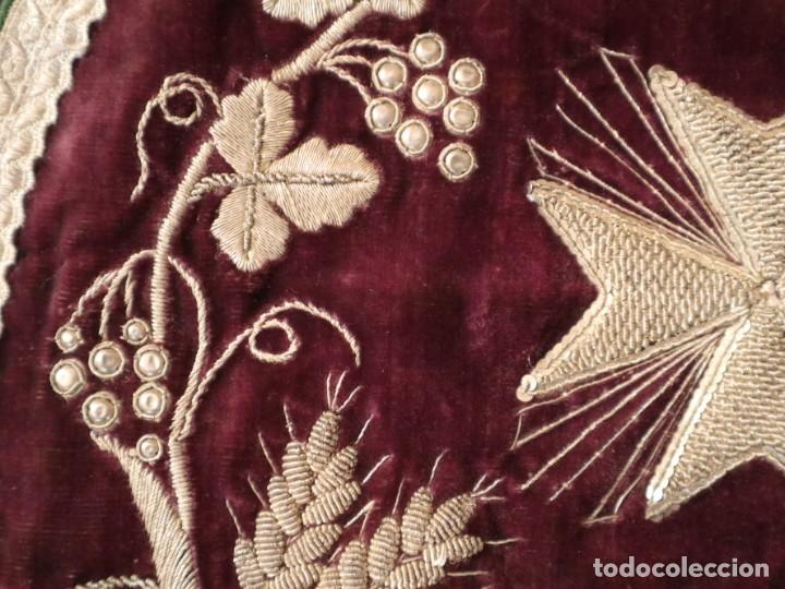 Antigüedades: Estola de extraordinarias proporciones confeccionada en terciopelo bordado con plata. Hacia 1900. - Foto 14 - 235358955