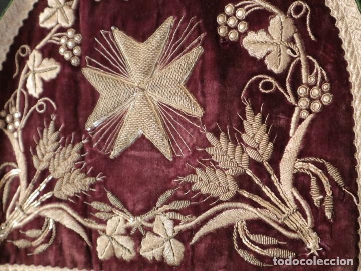 Antigüedades: Estola de extraordinarias proporciones confeccionada en terciopelo bordado con plata. Hacia 1900. - Foto 16 - 235358955