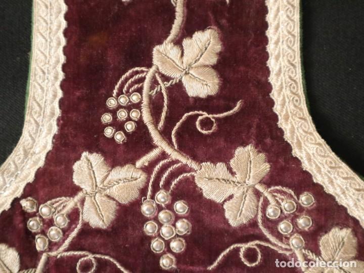 Antigüedades: Estola de extraordinarias proporciones confeccionada en terciopelo bordado con plata. Hacia 1900. - Foto 18 - 235358955