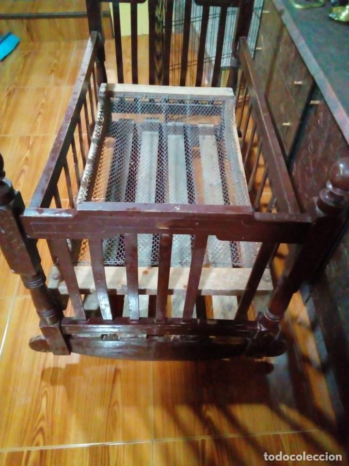 ANTIGUA CUNA DE MADERA (Antigüedades - Muebles Antiguos - Camas Antiguas)