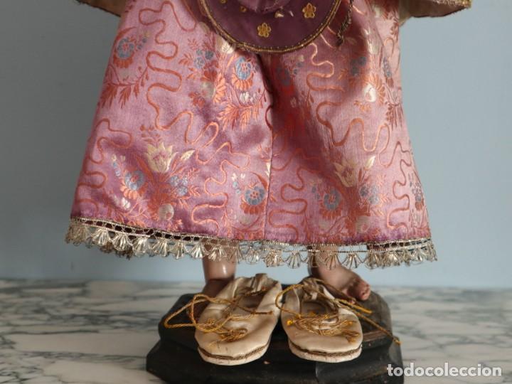 Antigüedades: Conjunto de ropas confeccionadas en seda y encajes para imagen de vestir o cap i pota. Pps. S. XX - Foto 22 - 235373345