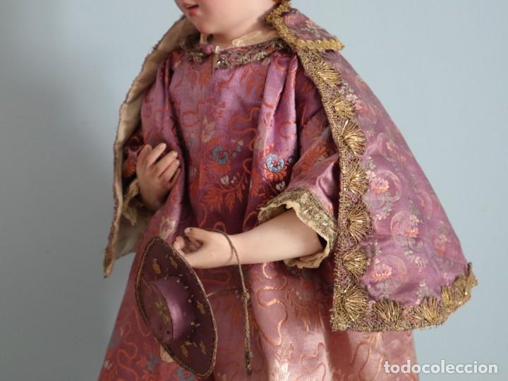 Antigüedades: Conjunto de ropas confeccionadas en seda y encajes para imagen de vestir o cap i pota. Pps. S. XX - Foto 24 - 235373345
