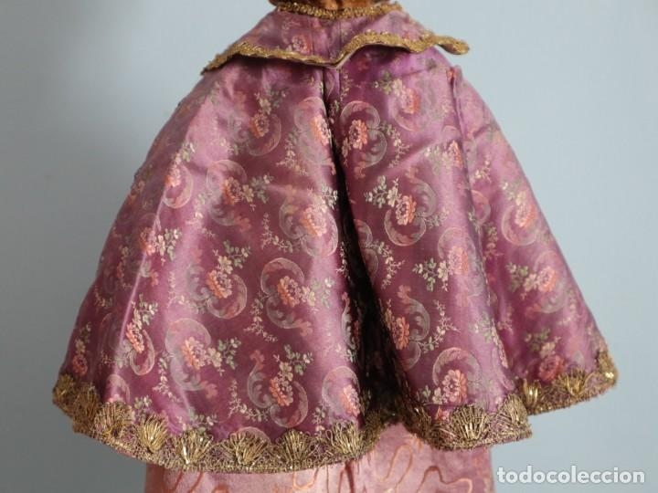 Antigüedades: Conjunto de ropas confeccionadas en seda y encajes para imagen de vestir o cap i pota. Pps. S. XX - Foto 26 - 235373345