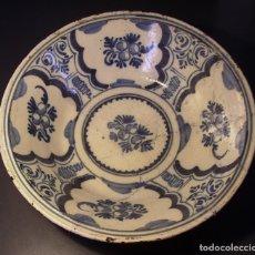 Oggetti Antichi: GRAN Y ROTUNDO PLATO CERÁMICA DE TRIANA XVIII. Lote 235465540