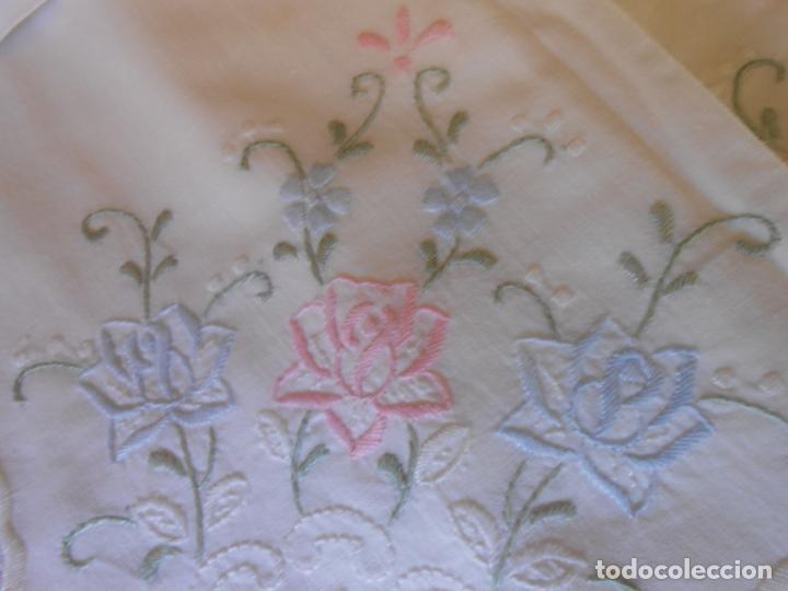 Antigüedades: Juego Sabanas, cama matrimonio 230 x 276.Bordado a mano totalmente con 2 fundas almohadas - Foto 5 - 235469975