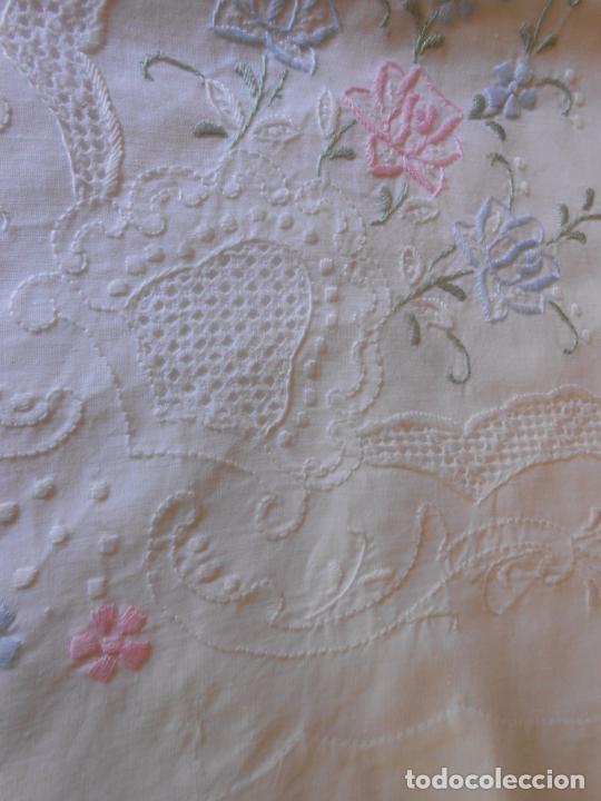 Antigüedades: Juego Sabanas, cama matrimonio 230 x 276.Bordado a mano totalmente con 2 fundas almohadas - Foto 10 - 235469975
