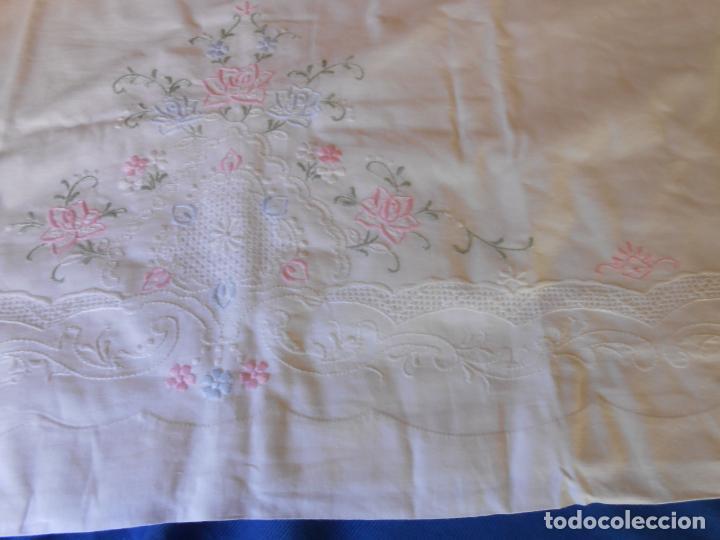 Antigüedades: Juego Sabanas, cama matrimonio 230 x 276.Bordado a mano totalmente con 2 fundas almohadas - Foto 12 - 235469975