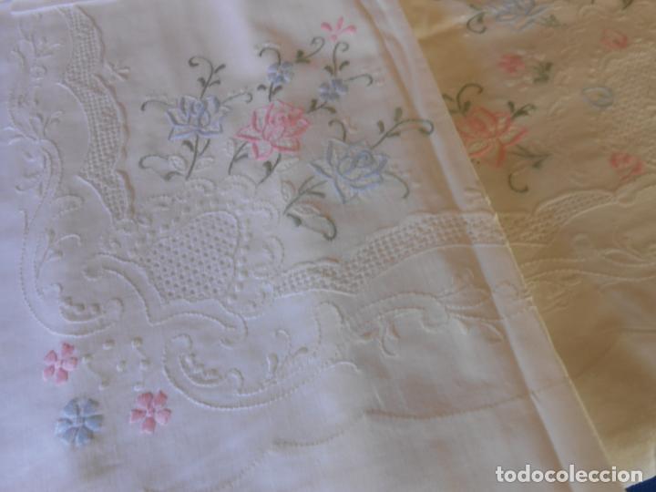 Antigüedades: Juego Sabanas, cama matrimonio 230 x 276.Bordado a mano totalmente con 2 fundas almohadas - Foto 13 - 235469975