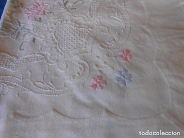 Antigüedades: Juego Sabanas, cama matrimonio 230 x 276.Bordado a mano totalmente con 2 fundas almohadas - Foto 17 - 235469975