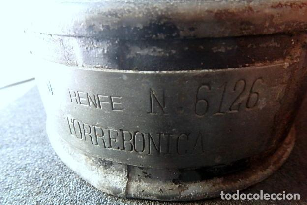 Antigüedades: (JX-210116)CANDIL,QUINQUÉ O LÁMPARA DE PETRÓLEO DE RENFE - ESTACIÓN DE TORREBONICA (TARRASA ). - Foto 3 - 235521385
