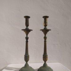 Antigüedades: ANTIGUOS CANDELABROS DE IGLESIA DE BRONCE.. Lote 235548075