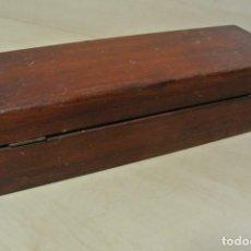 Antigüedades: ANTIGUA CAJA DE MADERA CON SEPARADORES. Lote 235556505
