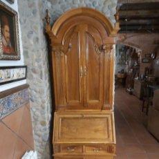 Antigüedades: MUEBLE DE NOGAL EUROPEO DEL AÑO 1900.. Lote 235573370
