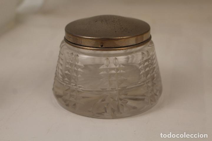 Antigüedades: juego de tocador de cristal tallado y plata de ley - Foto 8 - 268865689