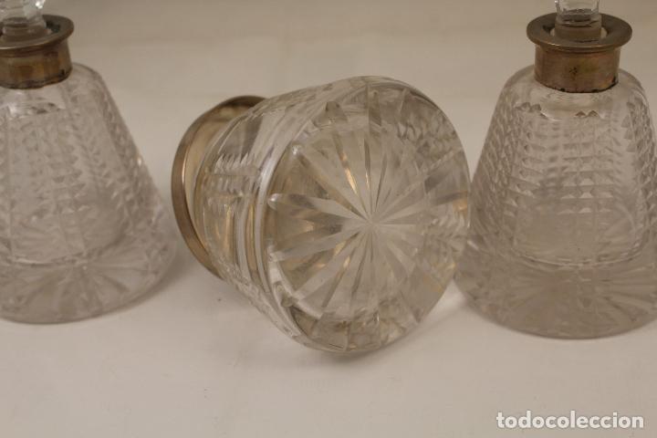 Antigüedades: juego de tocador de cristal tallado y plata de ley - Foto 9 - 268865689