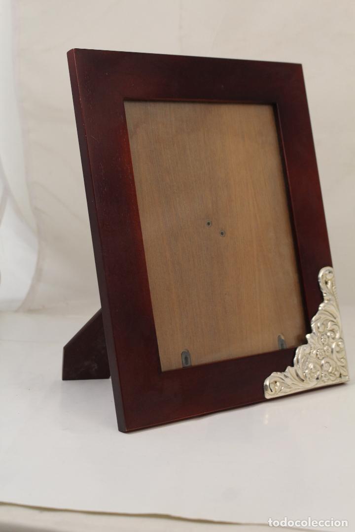 Antigüedades: portafotos de madera y plata de ley - Foto 2 - 268860014
